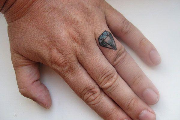 Tatuaż Zamiast Tradycyjnej Obrączki ślubnej Obrączki Nietypowe