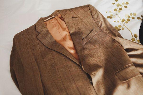 f3b251e53ef1c Brązowy garnitur ślubny – czy wypada ubrać na ślub garnitur w ...