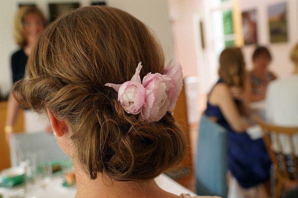 Kwiatowa Ozdoba ślubnej Fryzury Jakie Kwiaty Nadają Się Do