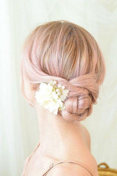 Kwiatowa Ozdoba ślubnej Fryzury Jakie Kwiaty Nadają Się Do Wpięcia We Włosy żywe Kwiaty We Fryzurze ślubnej