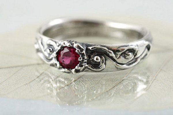 Pierścionek Zaręczynowy Z Czerwonym Oczkiem Czerwone Kamienie