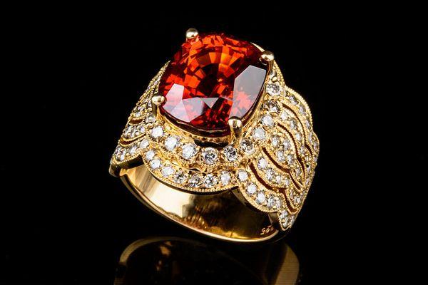Masywnie Pierścionek zaręczynowy z czerwonym oczkiem. Czerwone kamienie FP75