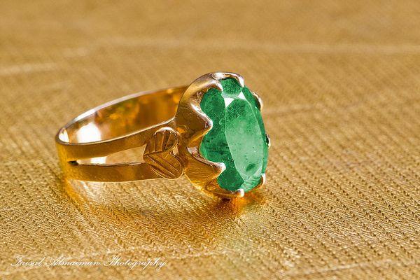 Zaktualizowano Pierścionek zaręczynowy z zielonym kamieniem. Zielone kamienie SL23